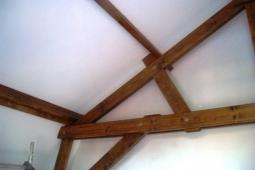 houten-spant-2e-keer-gebeitst